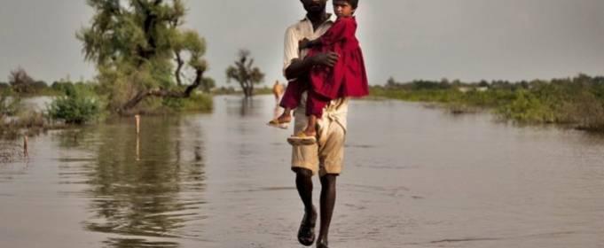 В результате наводнений в Пакистане пострадали 300 тысяч человек