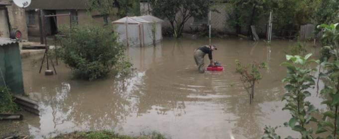 У Херсоні відкачують воду з підтоплених вулиць