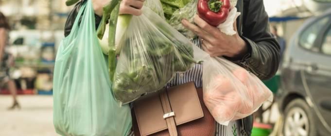Почему бумажный пакет не всегда лучше пластикового?