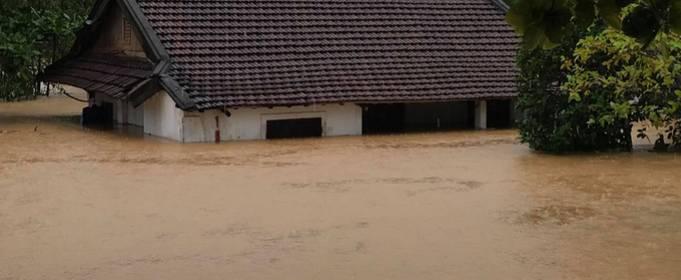 Минимум 7 погибших после наводнений в центральных провинциях Вьетнама