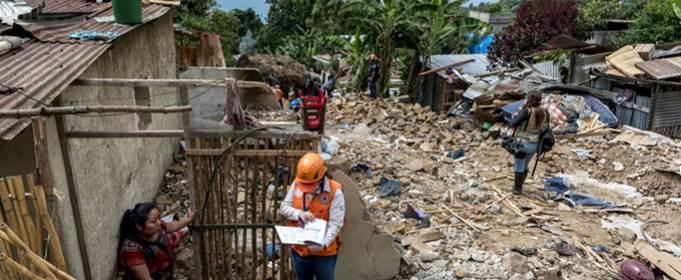 Сильний дощ викликав смертельний зсув в Гватемалі
