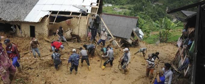 Сильний дощ викликав повені і зсуви в 8 провінціях Індонезії