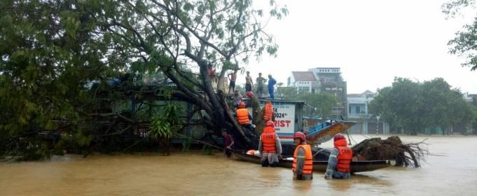 Число погибших во Вьетнаме из-за наводнений выросло до 29