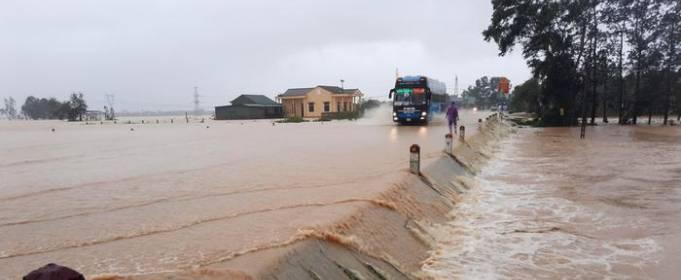 ВИДЕО. Мощное наводнение во Вьетнаме в октябре 2020 года