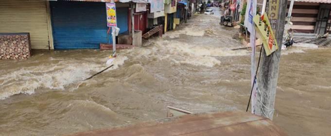 В Индии более 60 человек погибли после дождя и наводнения