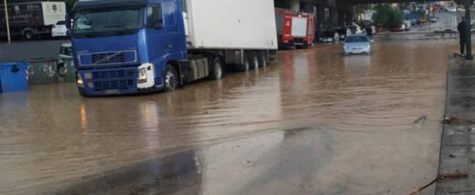 После сильных дождей на Крите начались наводнения