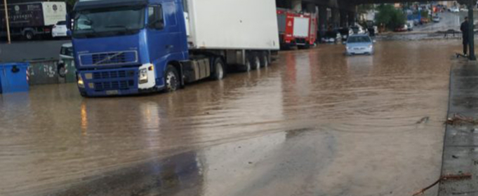 Після сильних дощів на Криті почалися повені