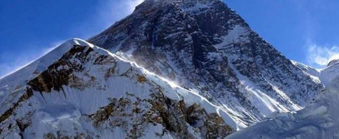 Эверест закрыли для туристов из-за COVID-19