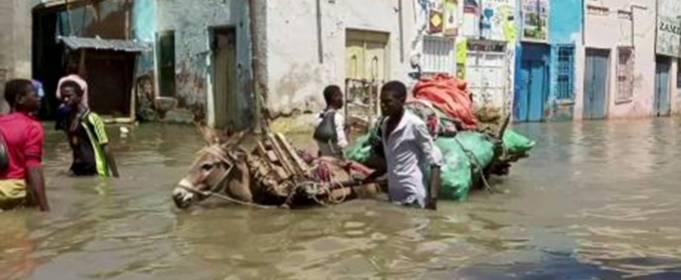 Сильный дождь вызывал смертельные оползни и наводнения на Ямайке