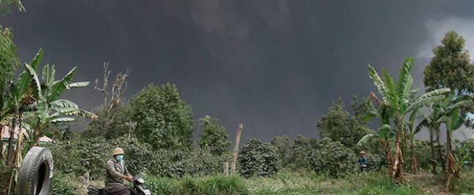 На Суматре состоялось извержение вулкана Синабунг