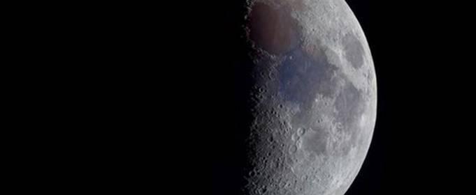 На видимой с Земли части Луны впервые обнаружены следы воды
