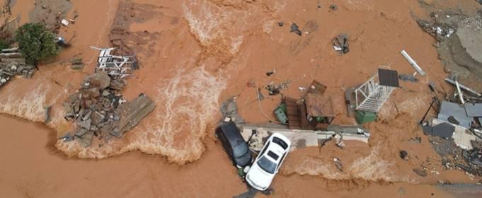 Десятки людей спасены после наводнения на Крите