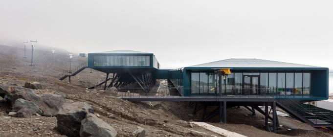 В Антарктиде строят исследовательскую станцию на солнечных панелях и ветрогенераторах