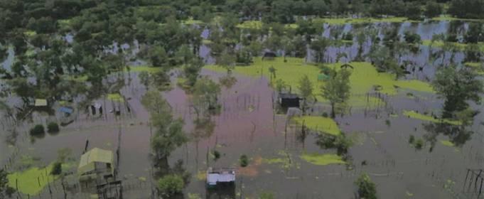 Сильный дождь вызвал наводнения и оползни в северных департаментах Колумбии