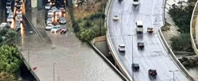 В Ливане после проливных дождей дороги ушли под воду