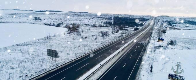 Дорожники 8 областей ночью боролись со снегом