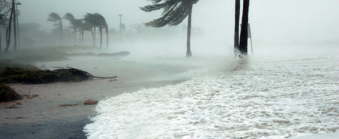 Фиджи накрыл мощный циклон: есть первые жертвы