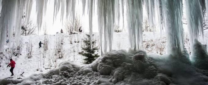 В Китае замерз уникальный водопад