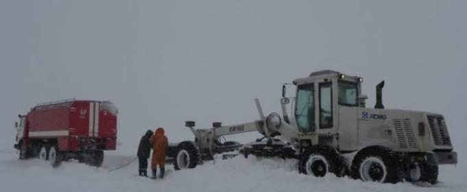 В шести областях Украины дороги сковал гололед и замело снегом