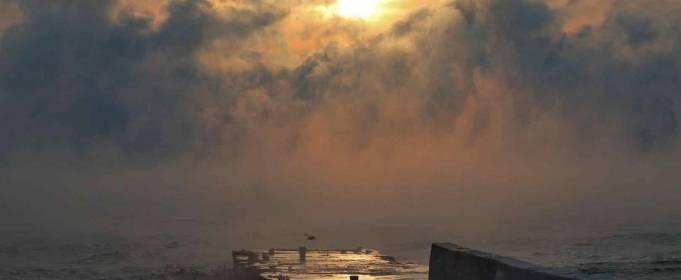 В Одессе из-за сильного мороза «задымилось» море. Фото и видео