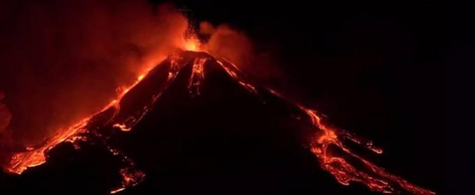 В Италии извергается вулкан Этна
