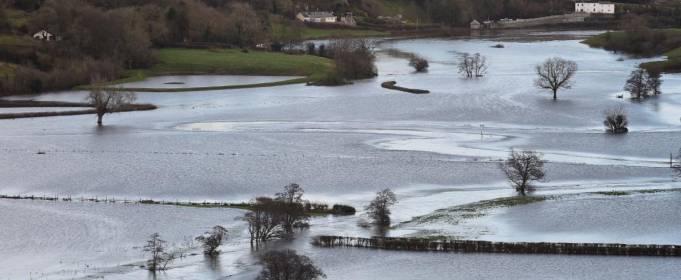 Через повені в Британії евакуйовані сотні людей