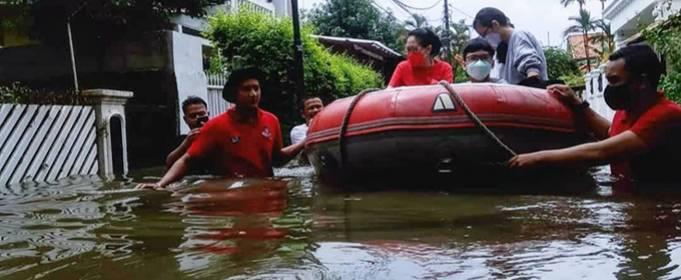 1300 человек эвакуированы в результате наводнения в Индонезии