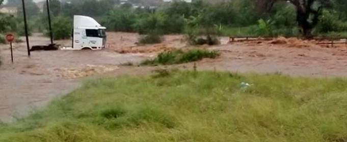 В Южной Африке и Зимбабве продолжаются наводнения