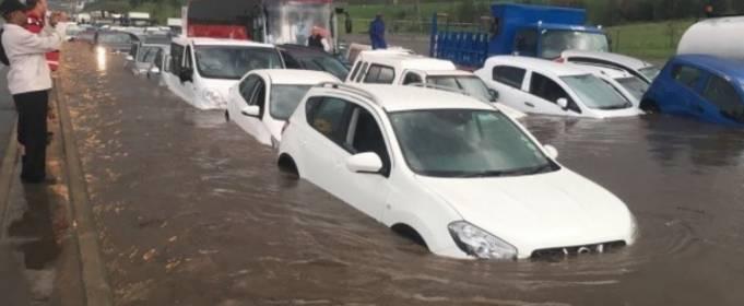 ВИДЕО. Сильное наводнение обрушилось на Южную Африку и Зимбабве