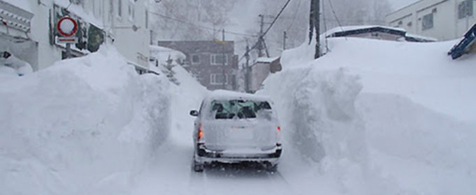 Сильний снігопад порушив водопостачання в північній Японії. Відео