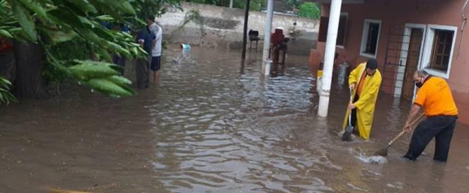 В Аргентині через сильні зливи почалися руйнівні повені