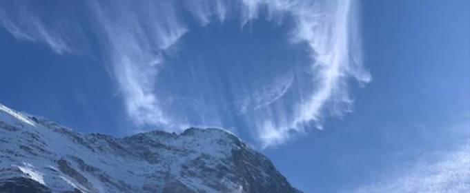 Необычные круглые облака появились над Швейцарскими Альпами