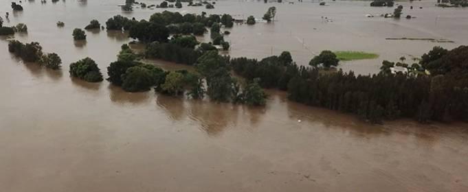 В Австралии из-за непогоды внезапные наводнения, эвакуация городов и плотины на грани разлива