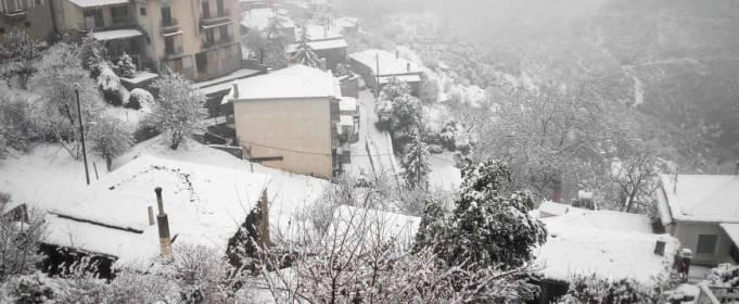 Температурні контрасти в Греції: сніг на півночі і спека на півдні