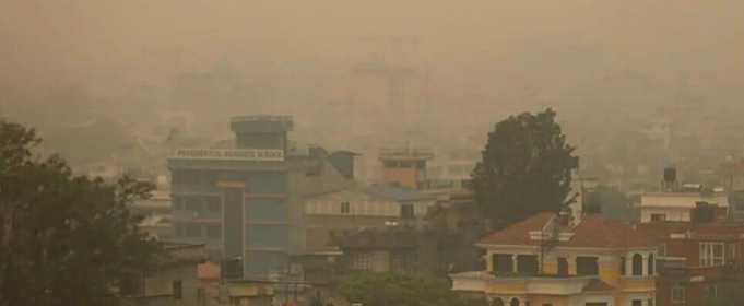 У Непалі через густий дим від лісових пожеж зупинені польоти в 54 районах