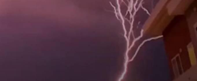 У США зафіксовано найбільш рідкісну і красиву висхідну блискавку