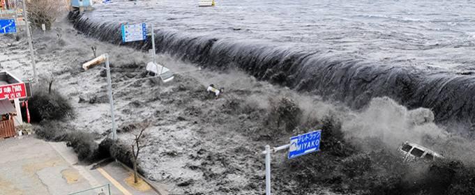 ВИДЕО. Самые страшные кадры цунами в Японии