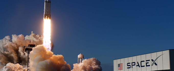 Falcon Heavy доставит на Луну луноход для поисков залежей льда