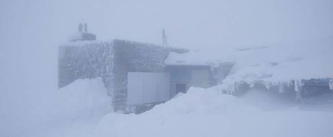 Так себе весна: Карпаты замело снегом