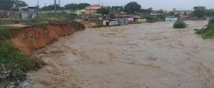 14 человек погибли и сотни домов повреждены в результате наводнения в Анголе