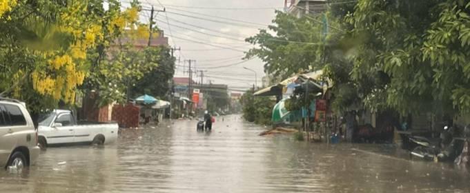 В Камбодже 1 погибший и десятки домов повреждены после урагана и проливного дождя
