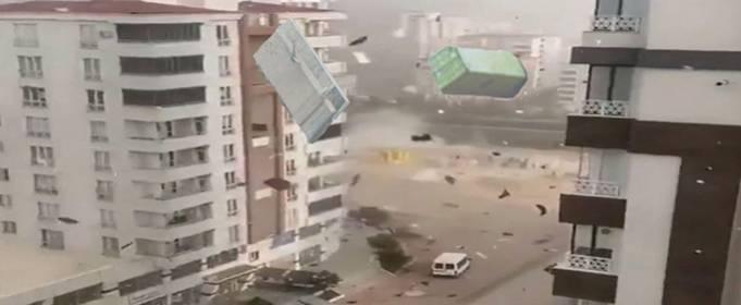 Туреччина: потужний шторм зриває дахи будівель в Газіантепі