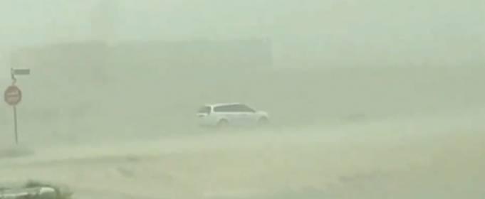 На Дубай обрушилась пылевая буря