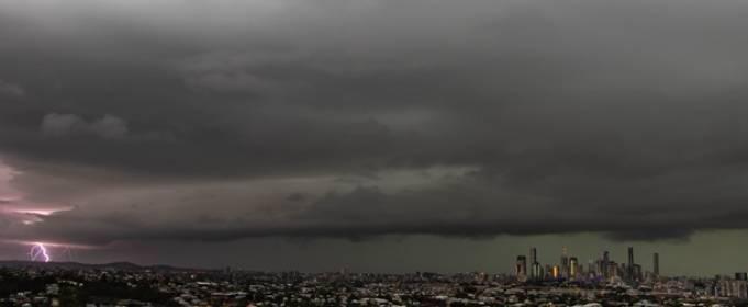 71 тысяча молний в час. Брисбен накрыла сильная гроза