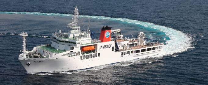 У побережья Японии пробурили самую глубокую подводную скважину