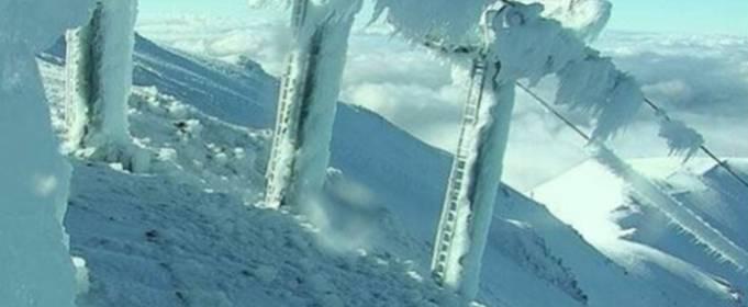 На гірськолижному курорті Маунт Хатт у Новій Зеландії випало до 5 метрів снігу за 2 дні