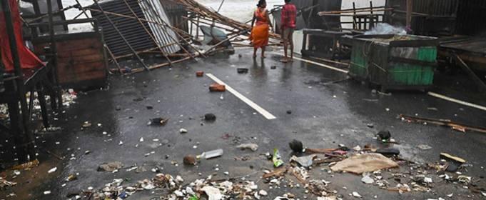 ВИДЕО. Мощнейший циклон в Индии вызвал наводнение