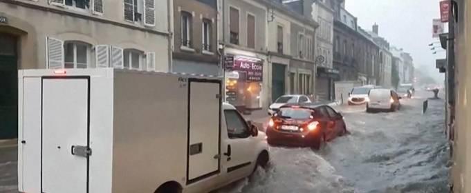 Франция: улицы Реймса затопило после шторма