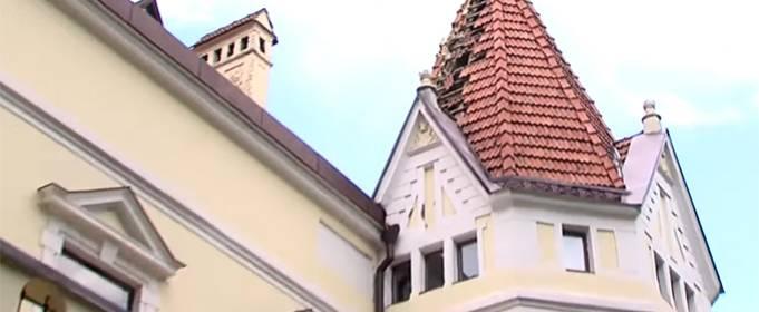 У Чернівцях блискавка зруйнувала дах лікарні