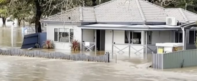 ВИДЕО. Проливные дожди в Австралии вызвали наводнение